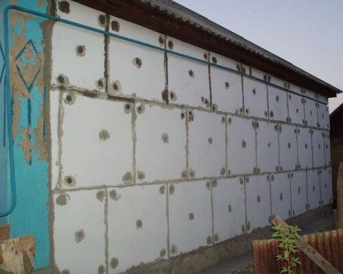 Как клеить пенопласт на стены